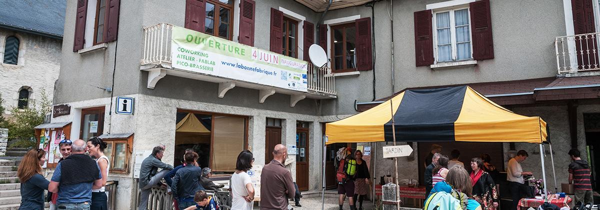 Samedi 4 juin 2016, au Sappey-en-Chartreuse, la «salle des machines» de La Bonne Fabrique a officiellement ouvert ses portes en présence de Geneviève Fioraso, députée de l'Isère, et de Dominique Escaron, maire du Sappey-en-Chartreuse.