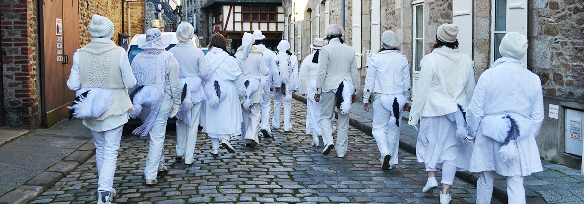 Paru à la fin de l'année 2016, le bilan des 8 ans d'action de la Fondation RTE met en lumière 15 projets soutenus par elle entre 2008 et 2015, leur histoire ainsi que leur territoire. Parmi eux, «Une ferme culturelle et artistique en Bretagne romantique» porté par l'association Les Pratos.