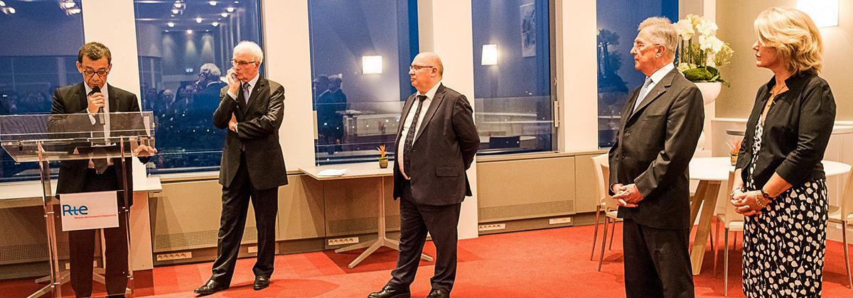 Après 9 ans à la tête de la Fondation RTE (Réseau de Transport d'Électricité), Dominique Maillard passe le témoin à Jean-Pierre Desbrosses, ancien contrôleur général de la conformité de l'entreprise RTE. La cérémonie s'est déroulée le 31 janvier 2017, au siège de RTE à La Défense.