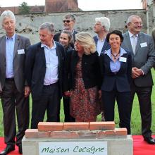 La première pierre est posée en présence de Frédérique Rimbaud, déléguée générale de la Fondation Rte.