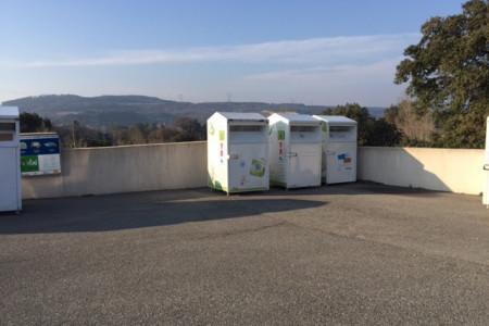 Les emplacements sur parking de GRENES
